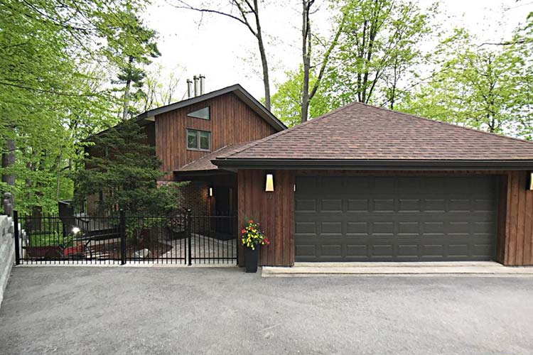 11 Crestwood Dr double garage doors